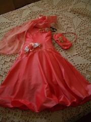 Продам нарядное,  оригинальное платье для маленькой леди